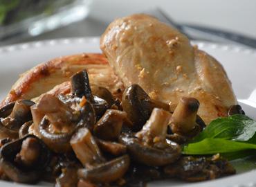 Pollo con hongos - Laura Di Cola