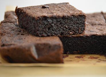 Brownie de poroto negro - Laura Di Cola